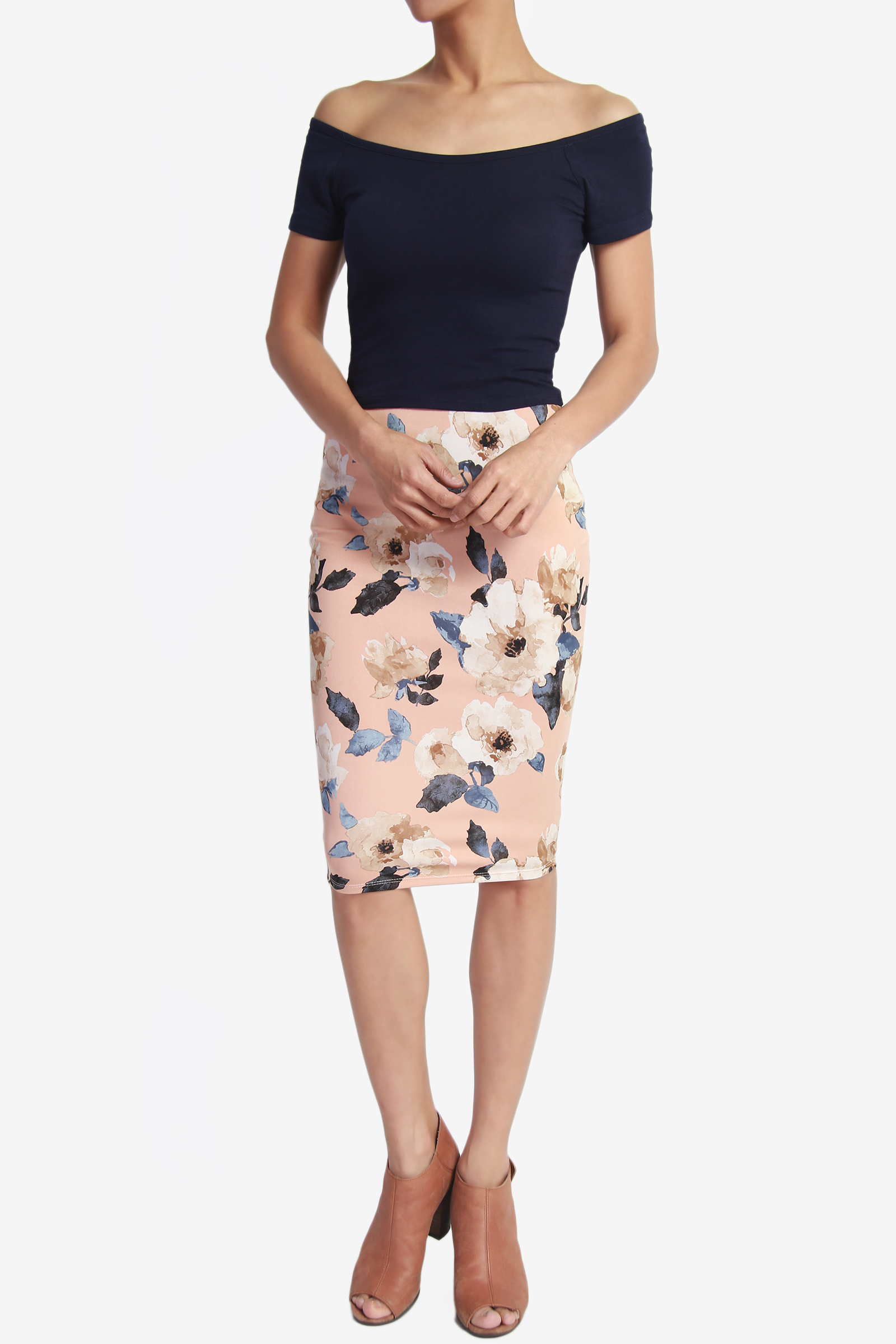 More Details Dolce & Gabbana Classic Suiting Knee-Length Pencil Skirt Details Dolce & Gabbana skirt in classic suiting. Approx. 26